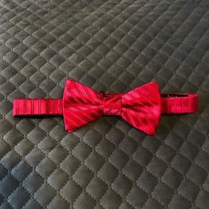 Beautiful red adjustable bow tie Stafford holiday